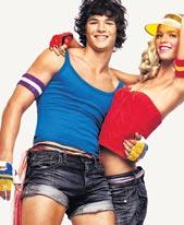 Benettonin mainospoika taitaa tietää, että mikroshortsit ovat huippumuodikkaat.