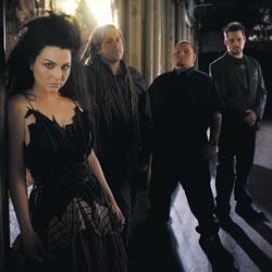 Evanescencen Amy Lee on kuullut HIMistä ja Nightwishistä.
