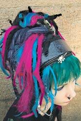 Suskin hiukset eivät ole vain siniset. Ne ovat myös mustat, aniliininpunaiset ja vihreät.
