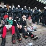Poliisi piirittää taas