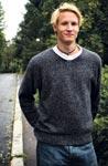Opiskelija Jonathan, 23, käy kaupassa Munkkiniemessä ja hengailee keskustassa.