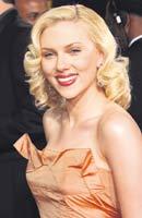 Wave! Mitkä kiharat Scarlett Johanssonilla!