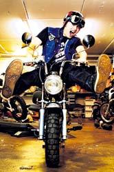 Nyt lähti mopo käsistä! Enduroa harrastanut Markku Laimio ja hänen kaksi veljeään innostuivat 15 vuotta sitten Honda Monkeysta.