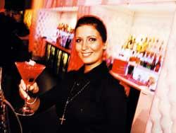 Pauliina Tourunen on Studio 51:n baarin emäntä.