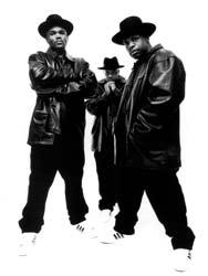 """Run DMC aloitti Superstar-villityksen My Adidas-biisillään. """"Me lauloimme My Adidas, koska pidimme kengistä."""" kertoo D.M.C, koko sirkuksen aloittaneesta Run D.M.C:stä. """"Nykyään brändinimiä tiputellaan vain sen puhelinsoiton takia.&#"""