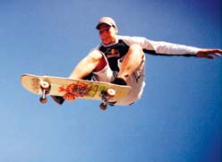 Jouni Salo vetää ja Platinium Skateboards, Aeon Shoes, Bastard, Lamina, Electric, Red Bull sekä Sony Ericsson kiittävät.