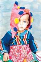 Islamabadilainen lapsi paikallisessa vaatetuksessa. Chic!