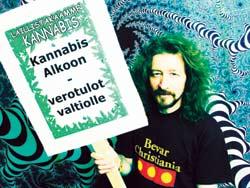 Kannabis kioskeihin, tuumaa Larmela.