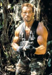 Khaki ja vihreä ovat alunperin armeijan, ei muotisuunnittelijoiden värejä. Arnold Predatorissa.