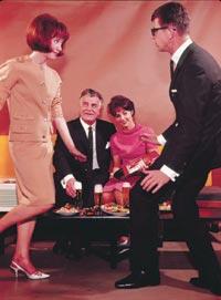 Tauno Palo maistoi olutta 1960-luvun tv-mainoksissa.