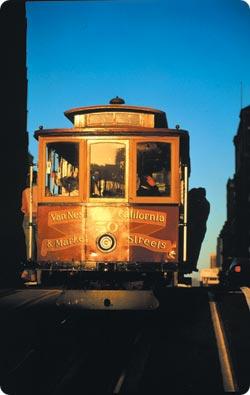 San Franciscossa matkustaa kätevästi paikallisella raitiovaunulla. Hyppää kyytiin Union Squaren kohdalla ja matkusta Fishermans Wharfiin.