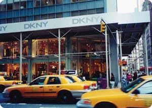 DKNY-megastore Madison Avenuella.