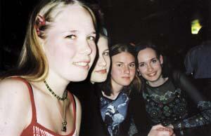 Kauniita tyttöjä Vivassa: Eeva 18, Reeta 18, Outi 18, Jenni 19.