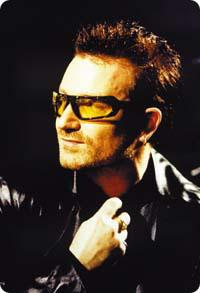 Bono. Tuntomerkit: Kärpäsmalli, joka oli alunperin musta. Mustia kärpäslaseja seurasivat Bonon nykyiset lasit, joissa on oudonväriset linssit. Bono alkoi vaikuttaa lasimuotiin 1990-luvun alussa.