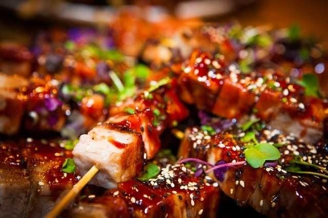 Gaijinin Pork Belly Yakiniku on yksi Taste of Helsingin takuuhitti.