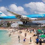 Hullu turistikohde, jossa lentokoneet lipuvat aivan pääsi yli
