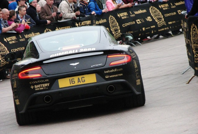 Perävalotakuu Aston Martinissa?