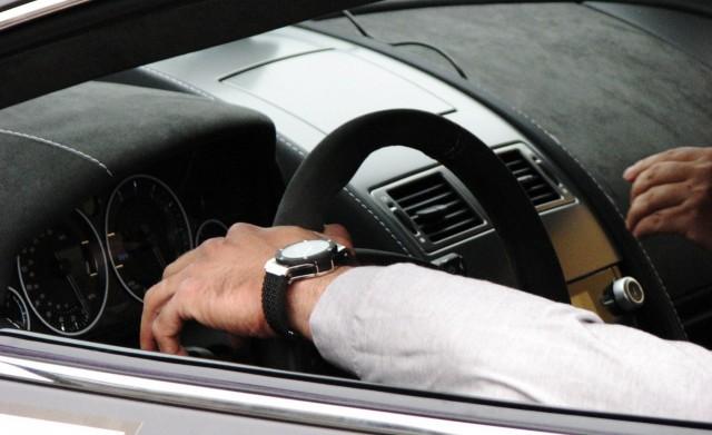 Kallis kello? Mikä auto?