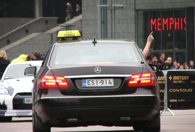 Olisiko tältä herralta lähtenyt kortti Turussa, kun joutui ottamaan taksin alle? Taksikuskin unelmakeikka, jos pitää jatkaa Monacoon asti.