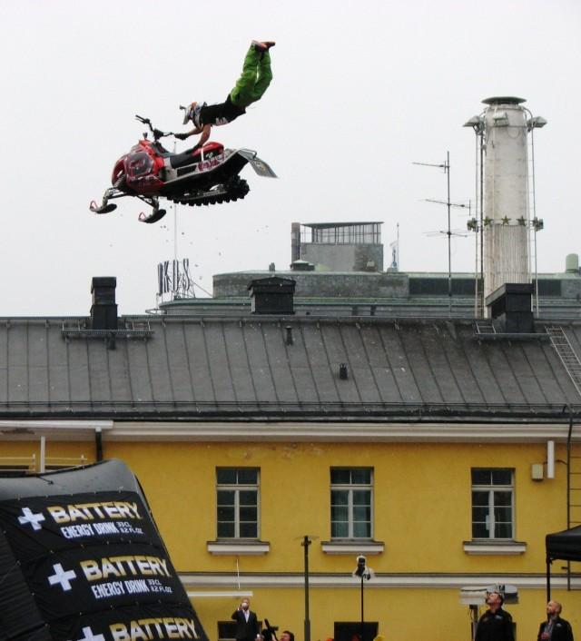 Hei me lennetään! Mutta eikös Red Bullin pitänyt antaa siivet?