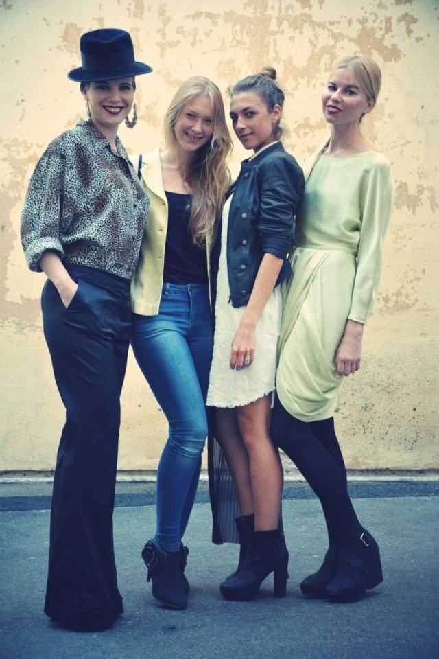 Trashionista Outi Pyy (vas.) tekee myös freelancer-stylistin töitä. Seurassa Fondin ammattimallit Amélie, Stephanie ja Jasmina.