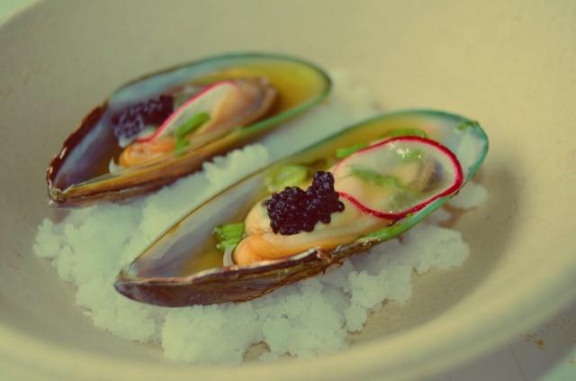 Gaijin / Vihersimpukkaa, yuzu-sitruuna dressing, merileväkaviaaria