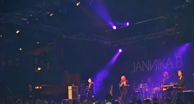 Jannika B herkisti yleisön iskelmäfestivaaleilla.