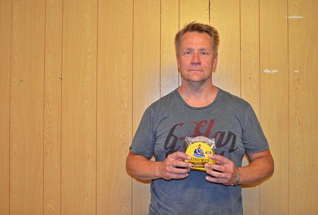 """Olli Lindholm: """"Mä otan tän reissumiehen mukaan kuvaan kun mä oon tällainen reissumies."""""""