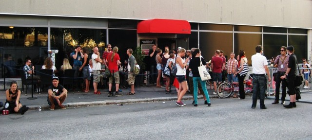 Keikat jatkuivat Club Libertessä kun Kolmannen linjan lavat vaikenivat.