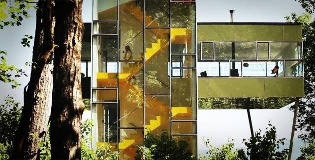 Makuutiloja löytyy kolmesta kerroksesta portaiden vierestä.