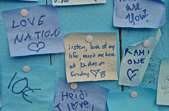 Tämä ei välttämättä taide-kategoriaan mene mutta postit-seinältä oli kiva käydä lukemassa rakkaudentäyteisiä viestejä.