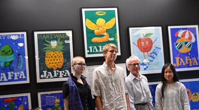 Erik Bruun ja Myrsky-hankkeen nuoret taiteilijat.