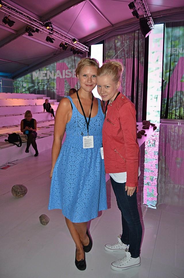 Fashion Weekend -seuralainen Suvi, pukeutuneena Ivana Helsinkiin. Itse vietin työpäivän uudessa Wranglerin takissani ja eilen shopatuissa Converseissa.