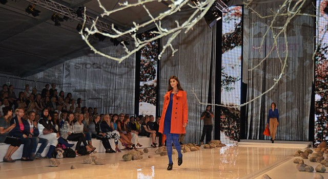 Maryam Razavi säteili lavalla Me Naiset Trend Fashion Day:ssa.