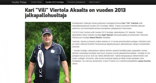 Vuoden 2013 jalkapallohuoltaja kisan onnellinen voittaja.