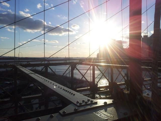 Elämässä pitää olla lunttilappuja. Niissä on oppia toisilta. Kuva Brooklyn Bridge New York.