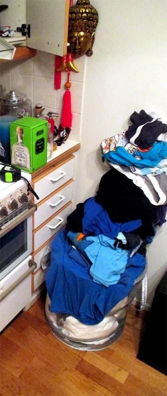 Alkuperäinen, WC:ssä sijaitseva pyykkikori täyttyi, joten jouduin laajentamaan keittiön puolelle.