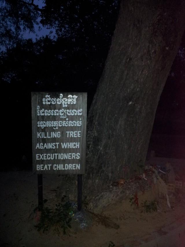 Jos tuntuu, ettei sinulla ole kiitollisuuden aiheita. Kiitä vaikka siitä, ettei kavereitasi lapsena tapettu lyömällä tätä puuta vastaen. Killing Fields, Cambodia http://en.wikipedia.org/wiki/Killing_Fields