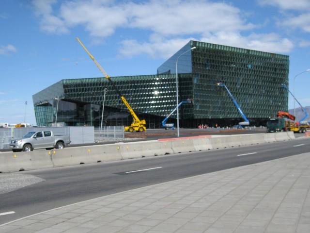 Islantilaiset maksavat vieläkin lainojaan. Älä ota enempää lainaa kuin mitä jaksat maksaa takaisin. Kuva jcberk (CC BY-NC-SA 2.0)