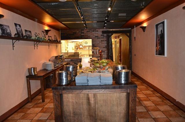 Jailbirdin keittiössä valmistuu hotellin herkut.