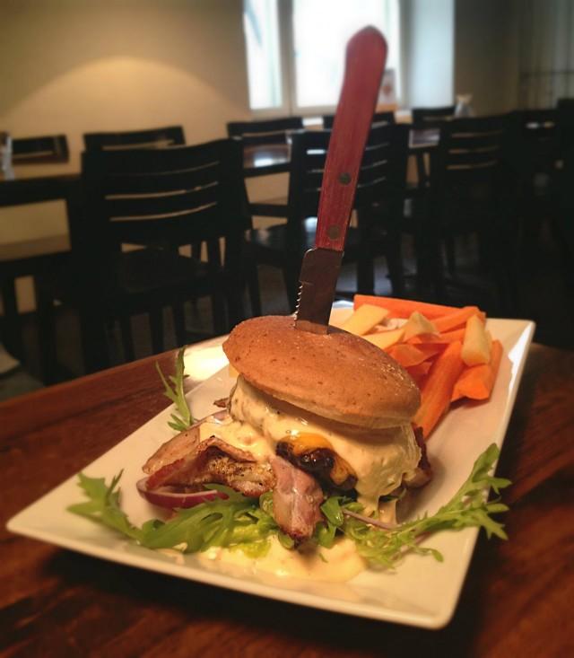 Eka burgeri vuoteen. Toimi tähän maanantaihin!
