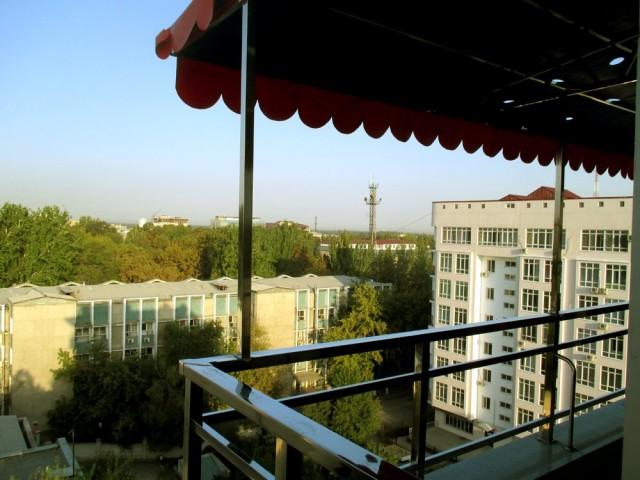Näkymä keskeisellä paikalla sijaitsevasta Hotel Holidaysta.