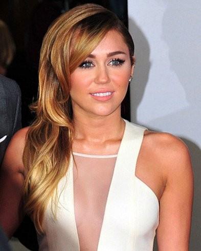 Onko Miley Cyrus saanut pääsylipun klubi 27:aan. On, muttei hänen ole pakko käyttää pääsylippua. Aina voi mennä katkolle ja kuntoutukseen ja ryhtyä tipattomalle.