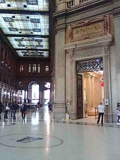 Roomassa shoppailin Alberto Sordi kauppakeskuksessa
