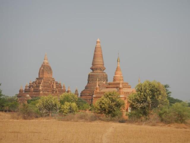 Burmassa prätkäilijä näkee paljon hiekkaa, mutaa, temppeleitä, vuoristoja ja vaikka sotia. Jännää ja niin avartavaa!