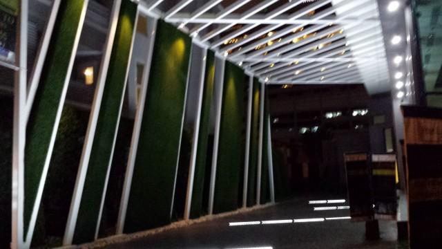 Valo korostaa kivasti arkkitehtuuria.