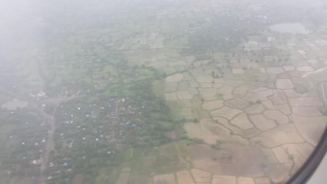 Maanviljeleminen on Myanmarissa tärkeä elinkeino. Pellot ovat muodoiltaan kauniita, kuin käsin piirrettyjä.