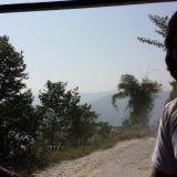 Nepalilainen Tim selittää elämästään. Olemme matkalla vuorille riippuliitämään.