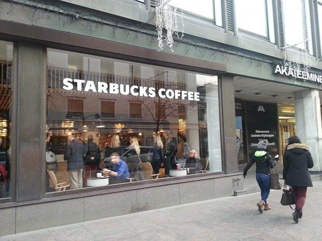 Starbucks avasi uuden toimipisteensä Akateemisen kirjakaupan yhteyteen.