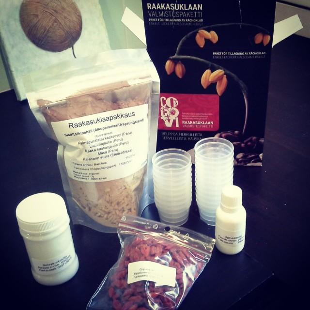 CocoVi Raakasuklaan valmistuspakkaus sisältää kaiken mitä tarvitset :)
